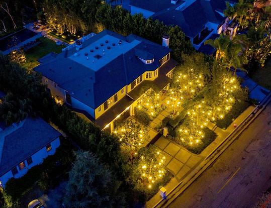 Sousedka Kate Hudson, modelka Molly Sims vsadila na jednobarevné osvětlení.