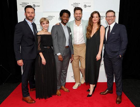 Patrick Macmanus, AnnaSophia Robb, Hubert Point-Du Jour, Joshua Jackson, Mamie Gummer a Christian Slater na premiéře v New Yorku (zleva)