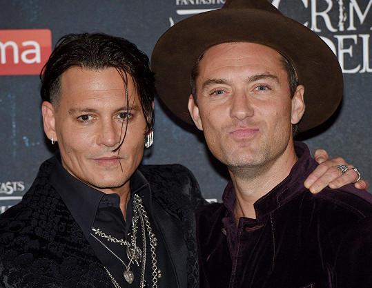 Na premiéru zavítal i Johnny Depp (vlevo), na snímku s Judem Lawem