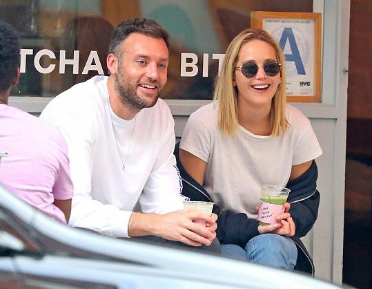 Jennifer Lawrence s novým partnerem Cookem Maroneym.