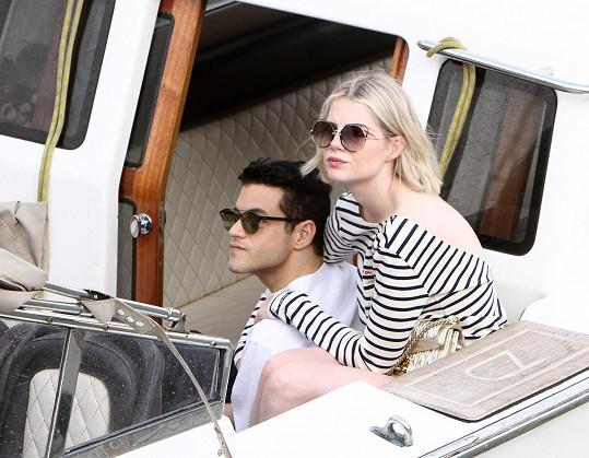 Rami Malek a Lucy Boynton nyní tráví čas v Benátkách na filmovém festivalu.