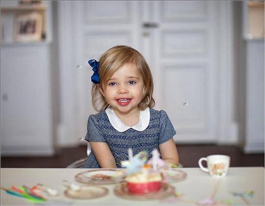 Dvouletá Leonore se brzy dočká nových příbuzných.