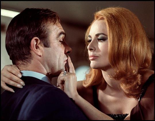 V bondovce Žiješ jenom dvakrát (1967) se Seanem Connerym