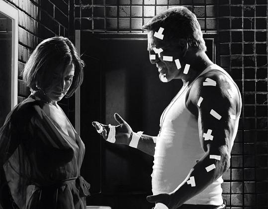 Carla Gugino v Sin City jako Lucille