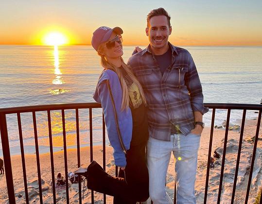 Paris Hilton a Carter Reum se zasnoubili.
