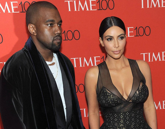 Následovala série tweetů namířených proti manželce Kim Kardashian.