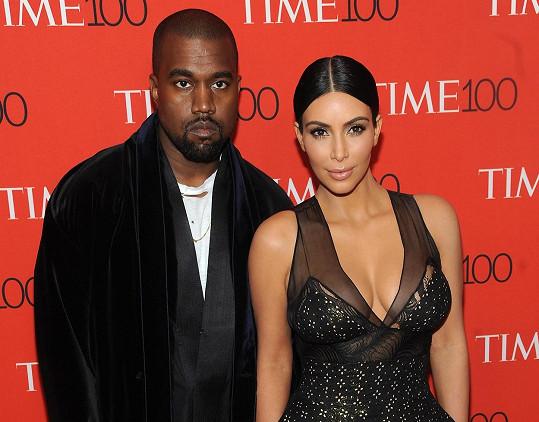 Žadost o rozvod s Westem podala v únoru.