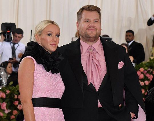 James Corden s manželkou