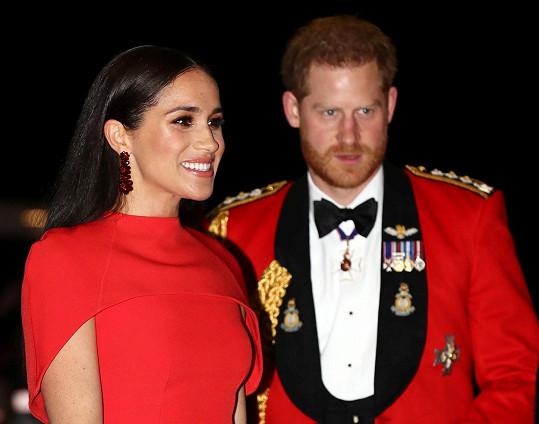 Princ Harry a jeho žena Meghan k poslednímu březnu končí v dosavadních funkcích předních členů britské královské rodiny.
