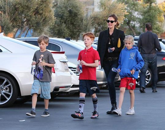 Herečka se svými dětmi - Henrym, Phinneausem a Hazel