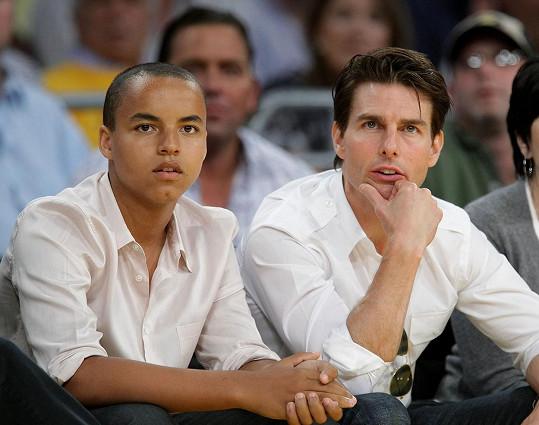 Tom Cruise se synem na snímku z roku 2009