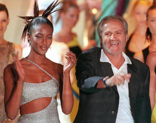 Módní svět pro něj truchlí dodnes, na snímku s modelkou Naomi Campbell.