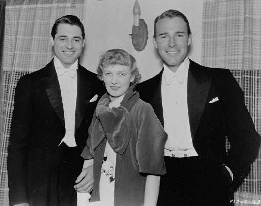 Cary Grant v roce 1934 se svými nejbližšími. Jeho první manželka Virginia Cherrill a Randolph Scott soupeřili o Caryho přízeň.