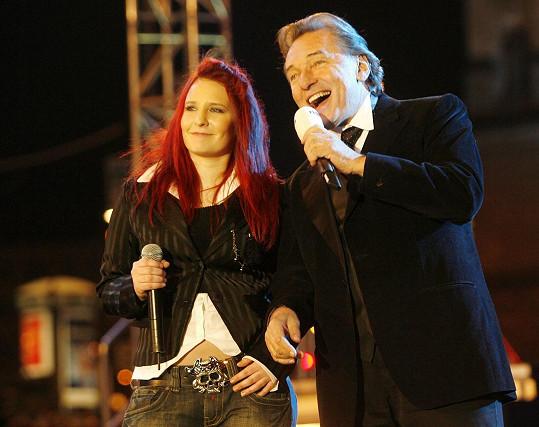 V roce 2007 si v rámci natáčení novácké silvestrovské akce Mejdan z Václaváku zazpívala s Karlem Gottem.