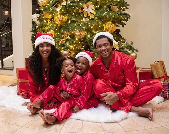 Tato krásná rodinka se brzy rozroste.