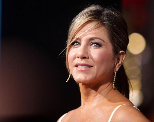 Jennifer Aniston prozradila, že se jeden z herců choval nevhodně, dotyčného však nejmenovala.