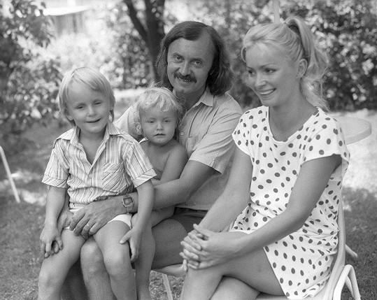 O desítku let později s manželkou Lenkou a dětmi Alicí a Filipem