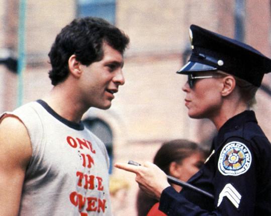 Leslie Easterbrook a Steve Guttenberg v populární komedii Policejní akademie