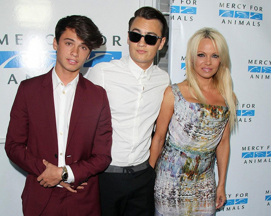 Pamela Anderson se syny Brandonem a Dylanem