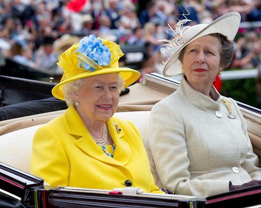 Nechyběla královna Alžběta II., již doprovodila dcera Anne.