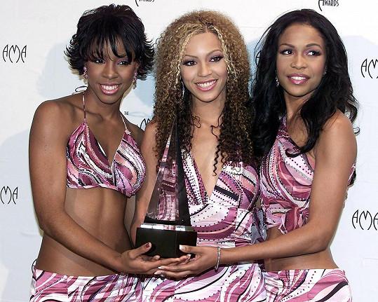 Beyoncé (uprostřed) a Kelly Rowland (vlevo) prý během turné sexuálně obtěžovali.