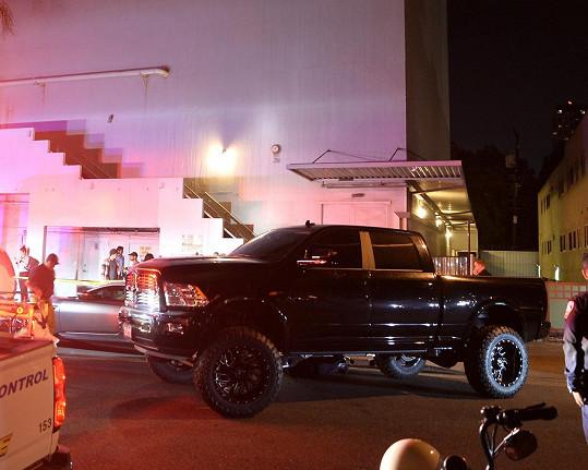 Zachytil ho svým velkým SUV v momentě, kdy se ho muž snažil vyfotit.