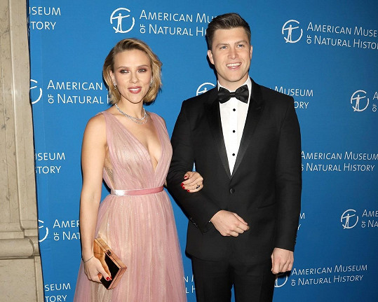 Krásná Scarlett Johansson se uvolila ke sňatku s Colinem Jostem.
