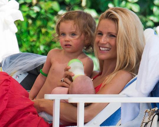 Michelle Hunziker s dcerami Sole a Celeste v Itálii