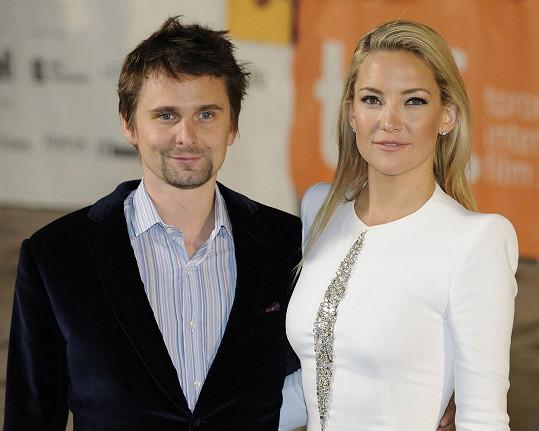 Se zpěvákem skupiny Muse, Mattem Belamym, má devítiletého syna Binghama.