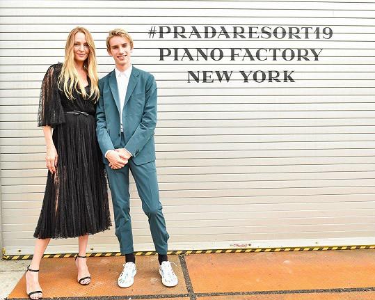 Uma Thurman se svým synem Levonem na módní akci značky Prada