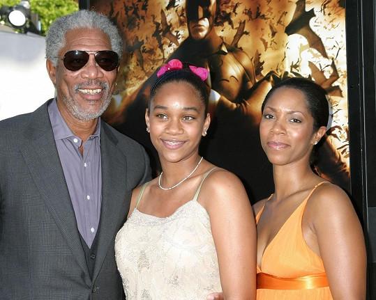 Morgan Freeman s Edenou a její matkou na premiéře filmu Batman začíná (2005)