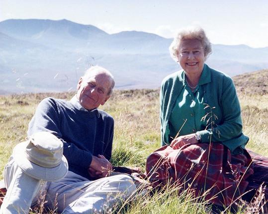 Tento snímek plný lásky s princem Philipem zveřejnila královna den před pohřbem.