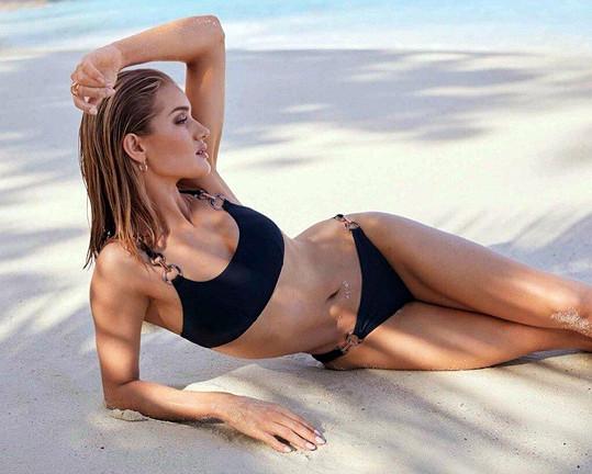 Rosie Huntington- Whiteley je v modelingu nadále velmi žádaná.