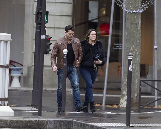 Kelly Brook v Paříži se svým partnerem Jeremym Parisim