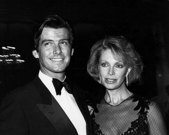 Jeho první ženou byla herečka Cassandra Harris. V roce 1991 zemřela na rakovinu.