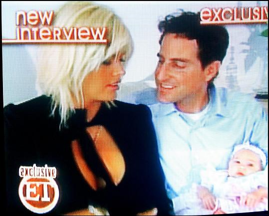 Anna Nicole Smith po narození dcery určila za jejího otce právníka Howarda K. Sterna.