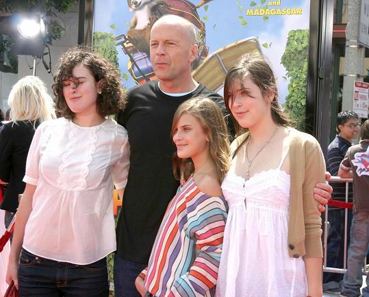 Bruce Willis byl jejím druhým manželem. Mají spolu tři dcery.