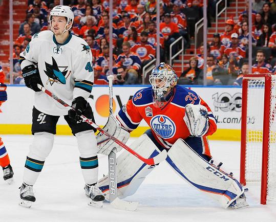 Tomáš je útočníkem hokejového týmu San Jose Sharks.