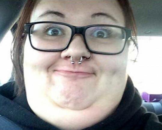 Ve škole se dostala do začarovaného kruhu: spolužáci se jí kvůli váze smáli, ona psychické problémy zajídala. Naštěstí si brzy uvědomila, že musí přijít změna.