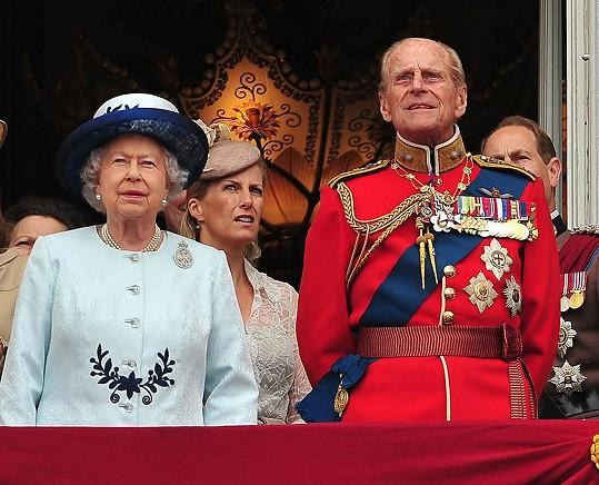 Princ Philip s královnou Alžbětou II. na archivní fotce