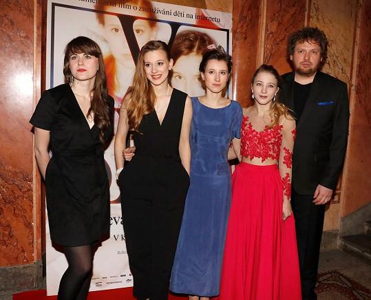 Barbora Chalupová (vlevo), která společně s Vítem Klusákem natočila dokument V síti, přichází se svým debutem.