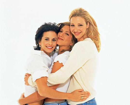 Courteney Cox, Jennifer Aniston a Lisa Kudrow v roce 1994, kdy se začínal seriál Přátelé vysílat.
