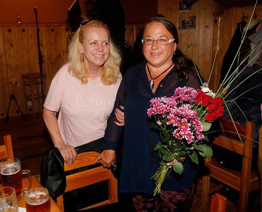 Na párty nemohla chybět ani Hanka Krampolová a Jiřího sestra Marie.