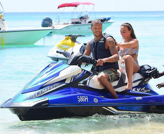 Turecko vystřídalo Los Angeles a to teď Barbados... Vztah Jeremyho Meekse a Chloe Green je zatím jednou dlouhou dovolenou.