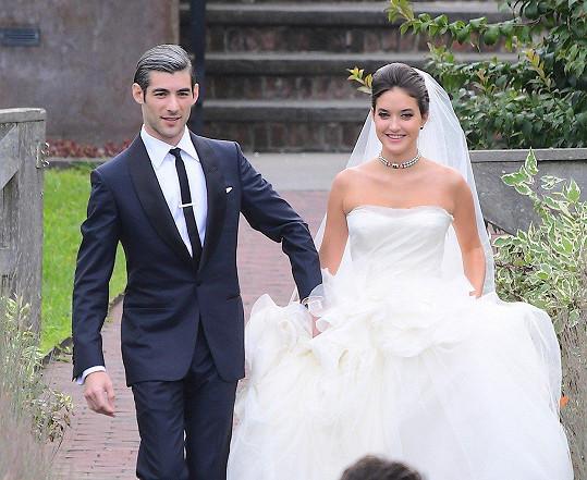 Novomanželé Alaia Baldwin a Andrew Aronow