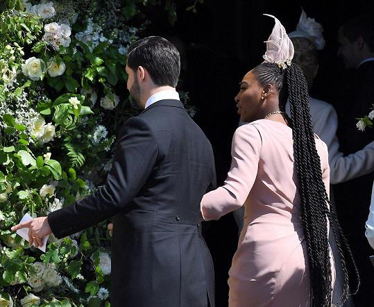 Pro majitelky svalnaté postavy, jakou je Serena Williams, není vůbec jednoduché volit šaty pro dané příležitosti.