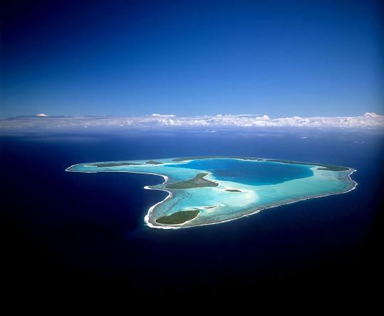 Ale za tuhle krásu daleko od všech zvědavých očí to přece stojí. Tichomořský atol Tetiaroa.