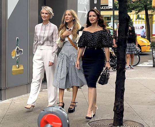 Chybět nebude ani Charlotte v podání Kristin Davis (vpravo).