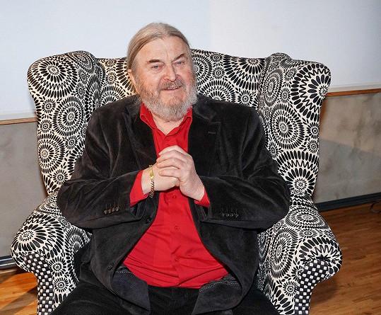František Ringo Čech se na vernisáži mimo jiné rozpovídal o problémech s rukama a hospodyňce.