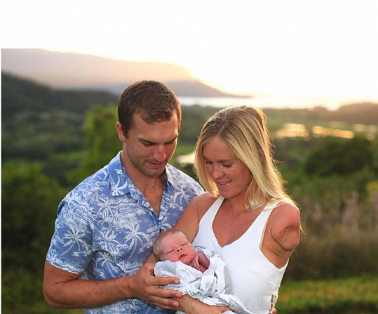 Bethany Hamilton a Adam Dirks se dočkali syna.